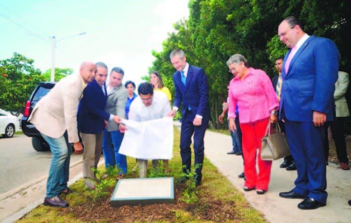 David Collado, junto a regidores y empresarios deja remozado Parque Mirador Sur.