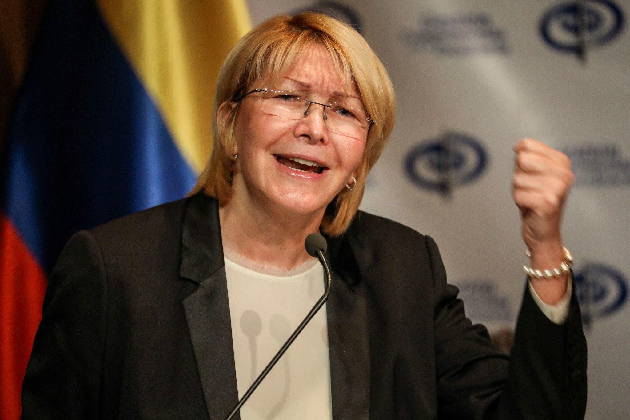 """CARACAS (VENEZUELA), 04/07/2017.- La fiscal general venezolana, Luisa Ortega Diaz, ofrece una rueda de prensa hoy, martes 4 de julio de 2017, en Caracas (Venezuela). Ortega Díaz, insistió hoy en denunciar que existe una """"ruptura del hilo constitucional"""" en el país caribeño, durante una comparecencia pública el mismo día en que debe comenzar en el Tribunal Supremo de Justicia (TSJ) un proceso de enjuiciamiento contra ella. EFE/Miguel Gutiérrez"""