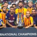 MIA107. MIAMI (ESTADOS UNIDOS), 29/07/2017.- Los jugadores del F.C. Barcelona posan para una fotografía tras ganar el partido contra el Real Madrid del torneo Internantional Champions Cup hoy, sábado 29 de julio de 2017, en el estadio Hard Rock de Miami, Florida (EE.UU.). EFE/Edu Bayer