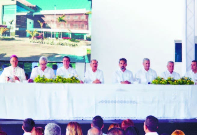 Medina encabeza inauguración del International Medical Group en Punta Cana