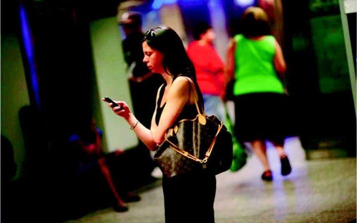 """El uso de """"ro aming"""" o comunicación itinerante está en crecimiento, sobre todo en países limítrofe s."""