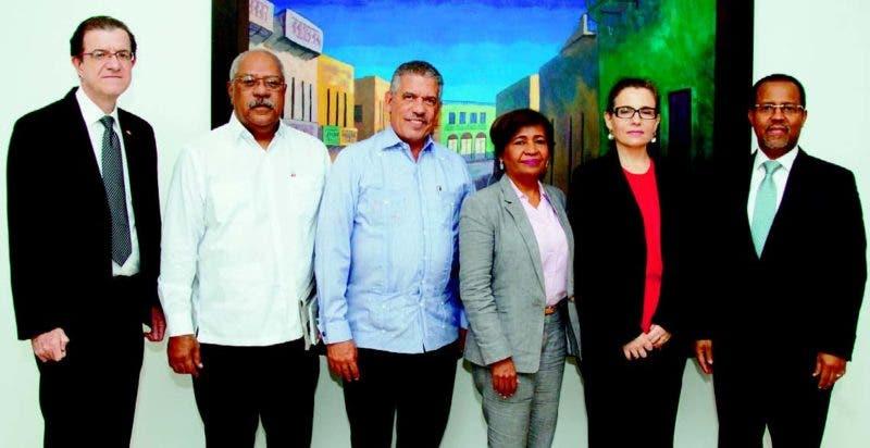 Francisco Cáceres, Héctor Valdés, Julio Leonardo Valeirón, Pirmitiva Medina, Analía Rosoli y Yuri Rodríguez, organizadores de la evaluación.