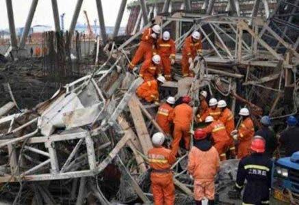 Siete muertos y dos heridos al derrumbarse una grúa en el sur de China