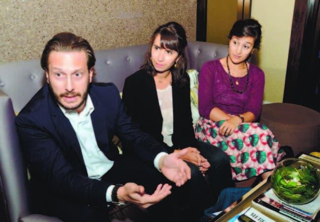 Gregory Villeneuve, Julie Gonnet y Élodie Afonso al hablar a HOY de los programas de apoyo de la AFD