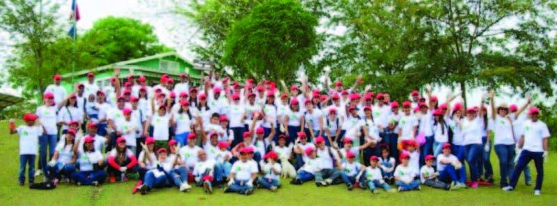 Grupo de empleados que participaron en la III Jornada de reforestación de la firma bancaria