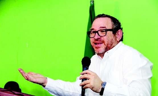 Guarocuya Félix durante su disertación