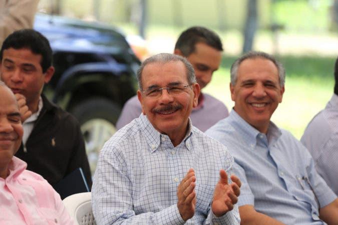 Presidente Danilo Medina lleva solidaridad a ganaderos La Victoria. Dice nunca antes hubo tanto apoyo a ganaderos. Hoy/Fuente Externa 2/7/17