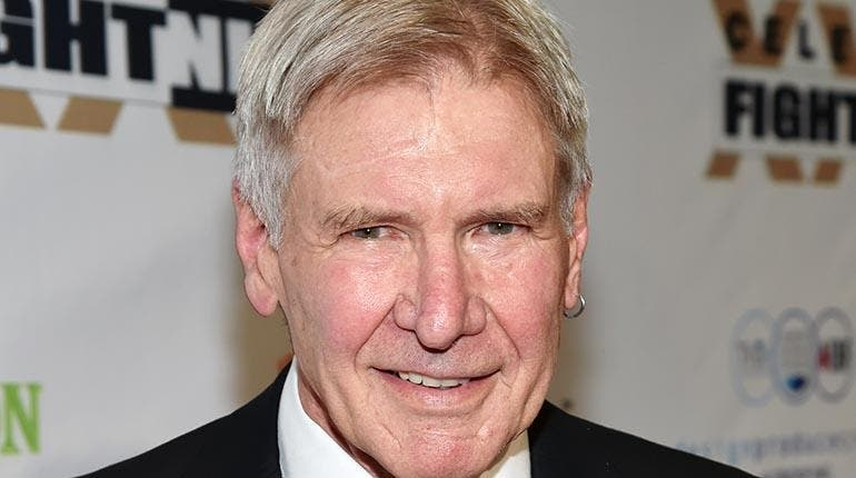 Turista encuentra tarjeta de crédito del actor Harrison Ford y la entrega a la Policía