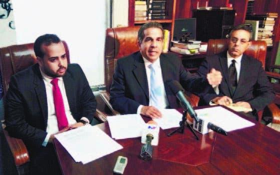 Jorge Luis Polanco, representante legal de Coraasan; y los abogados
