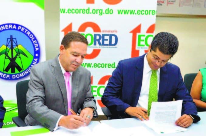 Jose Sena, Presidente de Camipe y Rafael Izquierdo, presidente de ECORED firman acuerdo