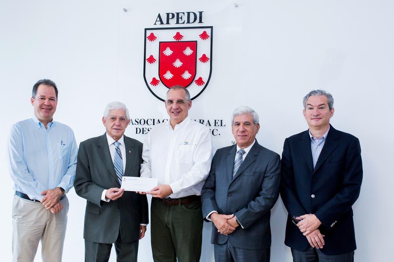 Asociación Cibao entrega donativo a APEDI para remodelación de su sede