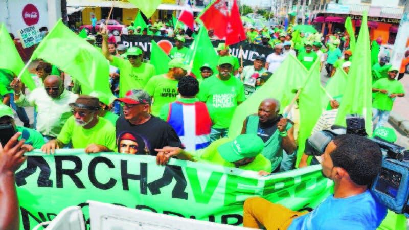 La Marcha Verde ayer, entre los barrios 24 de Abril y el Espaillat, en la zona Norte del Distrito Nacional