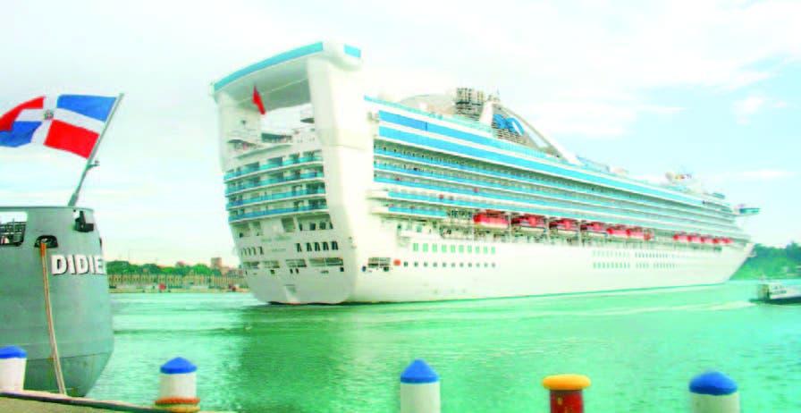 Llegada de un crucero al puerto de Sans Soucí en Santo Domingo