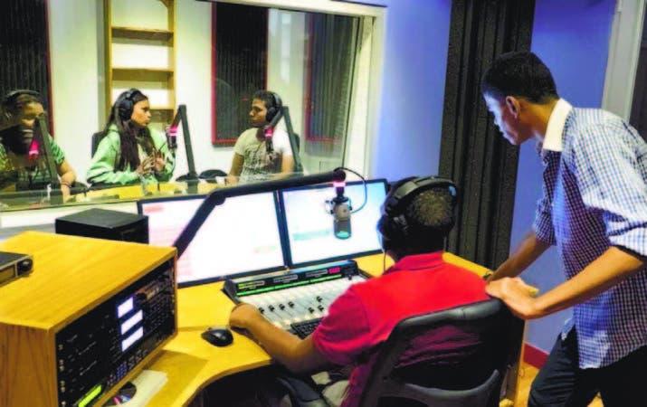 Los estudiantes podrán realizar sus prácticas de locución en Radio Intec.