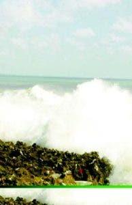 Declaran alerta verde por  oleaje anormal