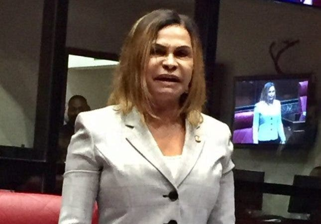 La senadora Sonia Mateo consideró chantajista y manipuladora  a Consuelo Despradel. Foto: Senado de la República.