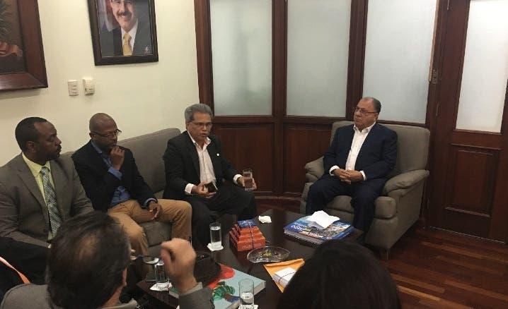 El Ministro de trabajo, José Ramón Fadul, sostuvo encuentro con el presidente del Colegio Médico Dominicano (CMD) , Waldo Ariel Suero,.