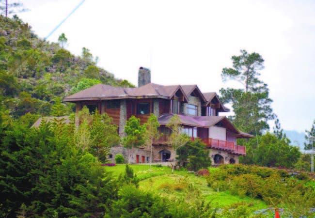 """Una de las hermosas villas enclavadas en lo alto del parque nacional """"Juan Bautista Rancier"""", Valle Nuevo"""