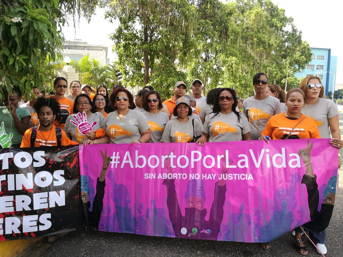 Video: Realizan plantón frente al Congreso en demanda se apruebe el aborto en tres causales
