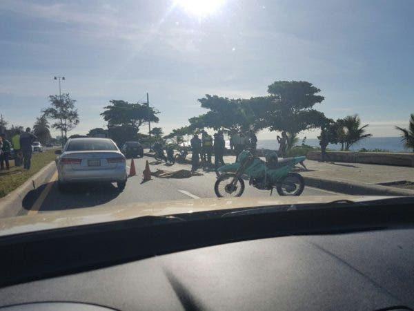 """""""Sólo circula un carril en Autopista 30 de Mayo en sentido Oeste-Este a la altura de la Torre Washington por accidente donde una persona resultó fallecida"""", agregó Urtecho en Twitter. Foto: José Urtecho."""