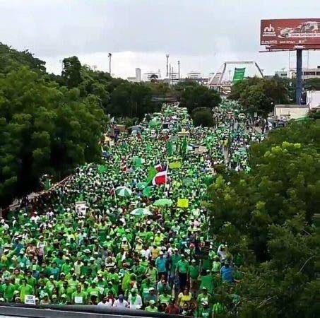 Miles de personas se unen a la Marcha Verde