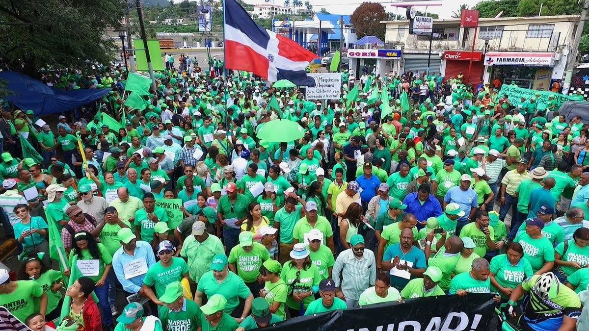Video: Marchan contra la corrupción a pesar de las lluvias en el Distrito Nacional