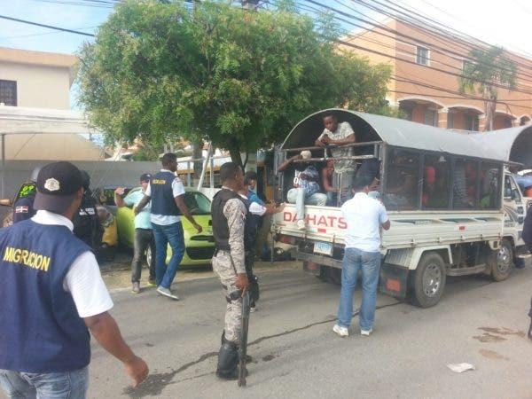 Se dijo que solo en Santo Domingo desde ayer fueron detenidos más de 200 nacionales haitianos.