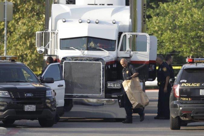 Hallan ocho muertos en Texas, en caso de tráfico de personas