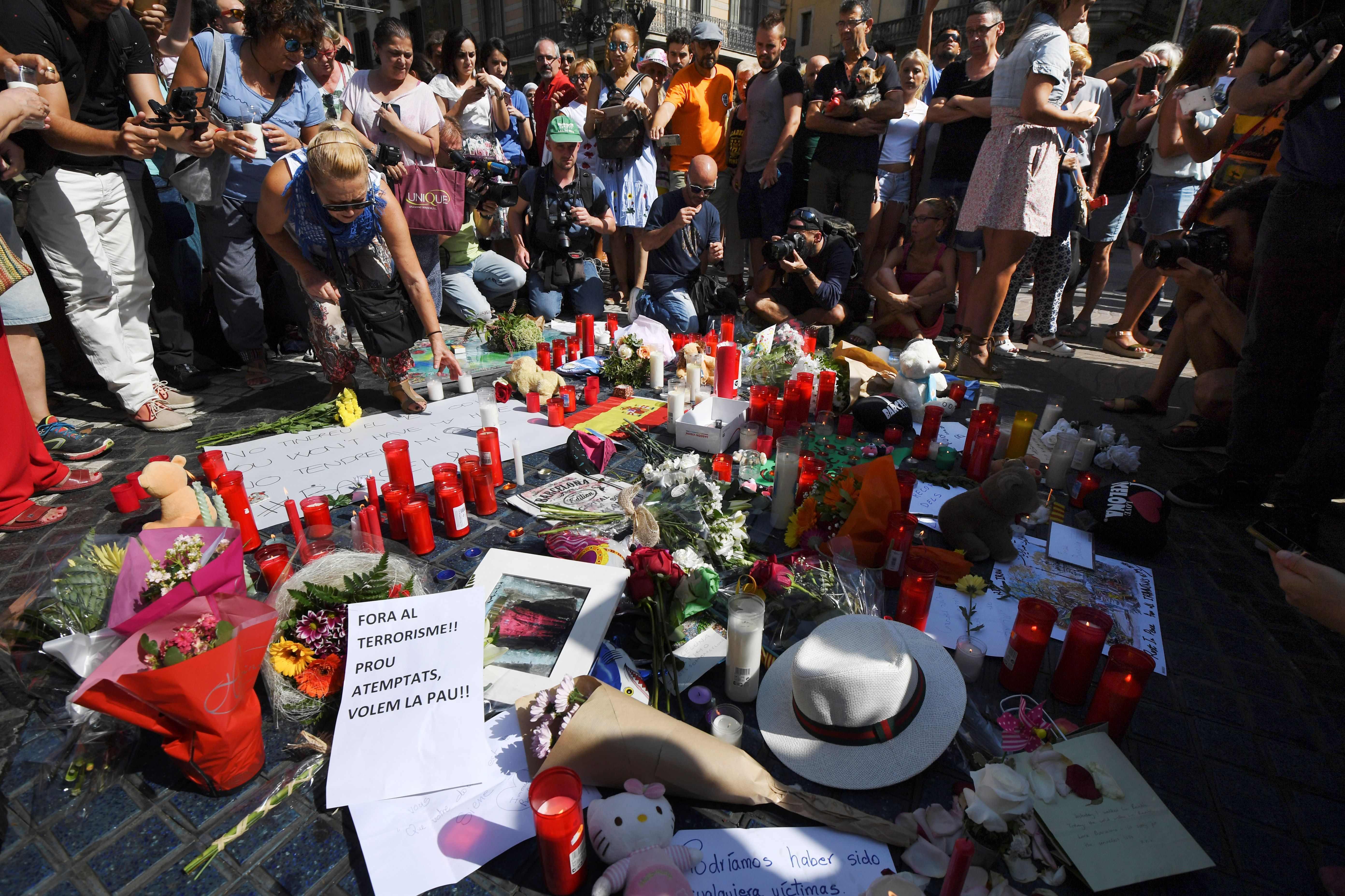 Video: Se eleva a 14 el número de muertos en los atentados terroristas de Barcelona