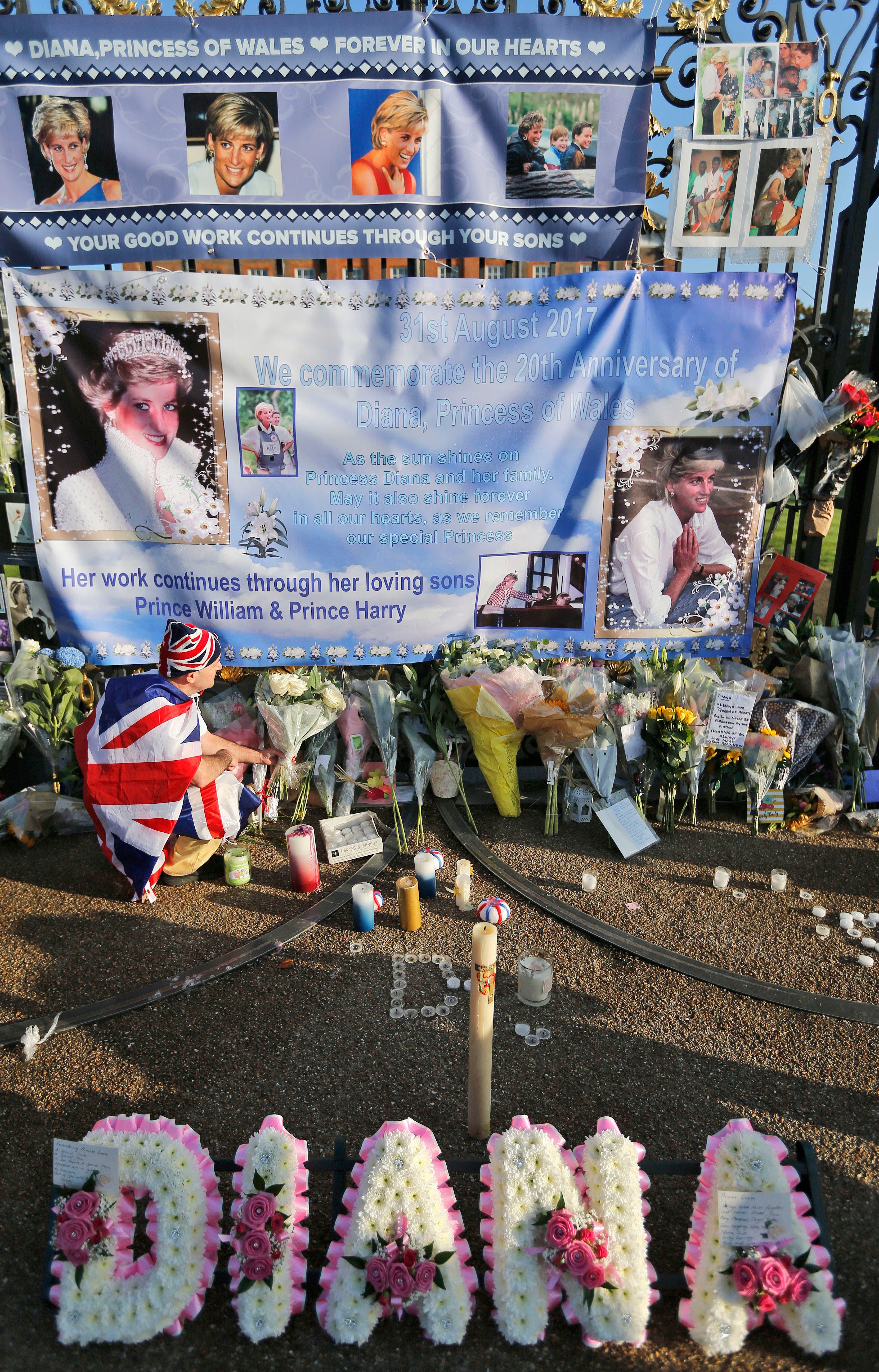 Tributos florales recuerdan a Diana a 20 años de su muerte
