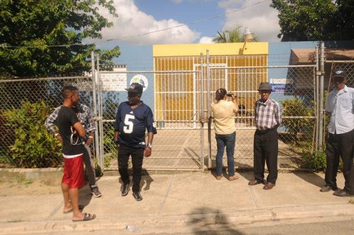 Moradores de El Papayo cierran centro de salud por falta de medicamentos