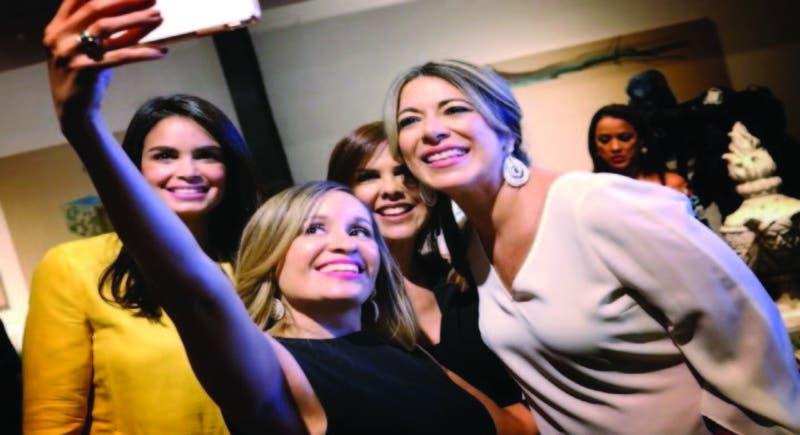 """Con el """"s elfie"""" que nunca falta Judith Cury, Aura Rosa, Ingrid Gómez y Luz María Doria"""
