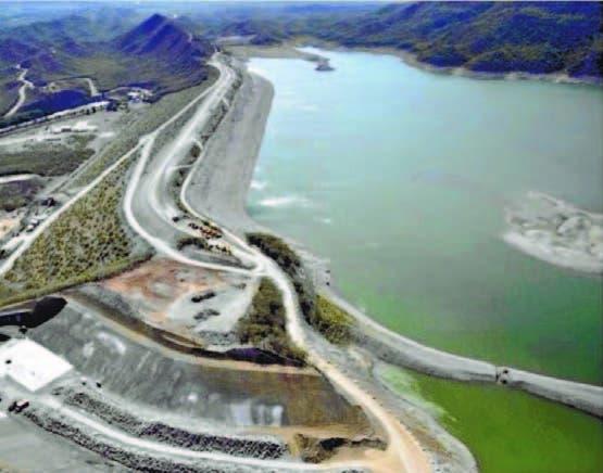 Construcción de la presa de Monte Grande en la zona de Barahona