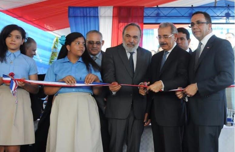 Presidente Medina entrega centro educativo de 24 aulas en Valverde
