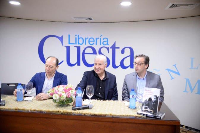 El embajador Raúl Pollak%2c el escritor Ruperto Long y Hans Kuehn.