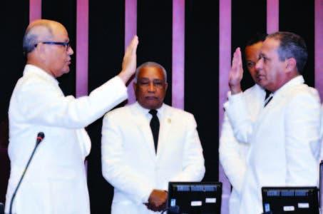 Senador ve mezquindad en desconocer logros Medina