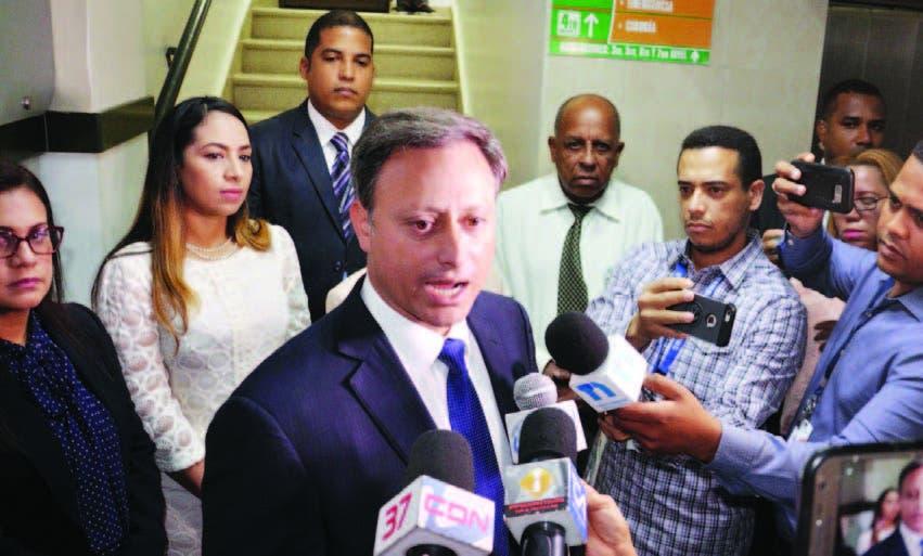 El procurador Jean Alain Rodríguez al dirigirse a los periodistas