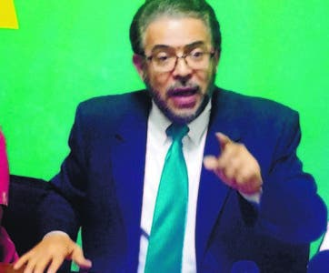 Guillermo Moreno, de Alianza País, habló durante rueda de prensa.