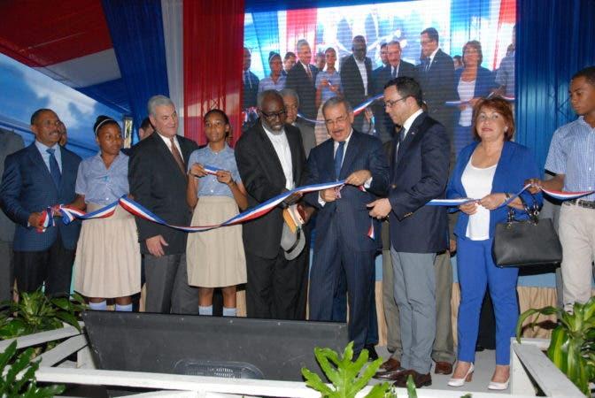 Danilo Medina deja iniciado el año escolar 2017
