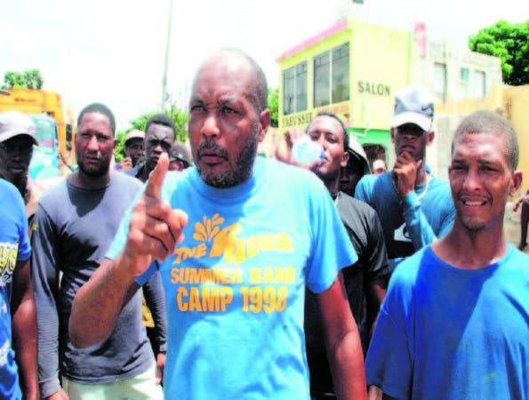 Jóvenes denuncian a teniente de la Policía en Los Casabes, SDN