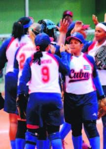 Jugadoras del equipo de Cuba celebran por su victoria sobre la República Dominicana. Carlos Alonzo-HOY