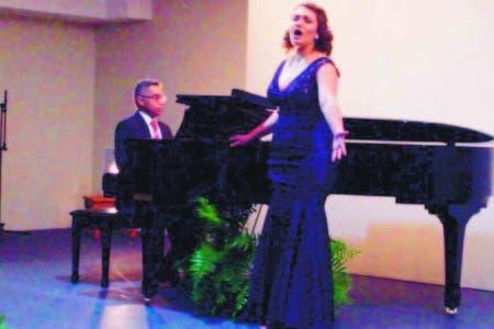 Laura Pernas ofrece un exquisito recital en la Sala de la Cultura