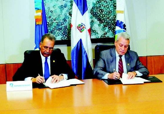 Nelson Toca Simó y Simón Lizardo Mézquita firman acuerdo
