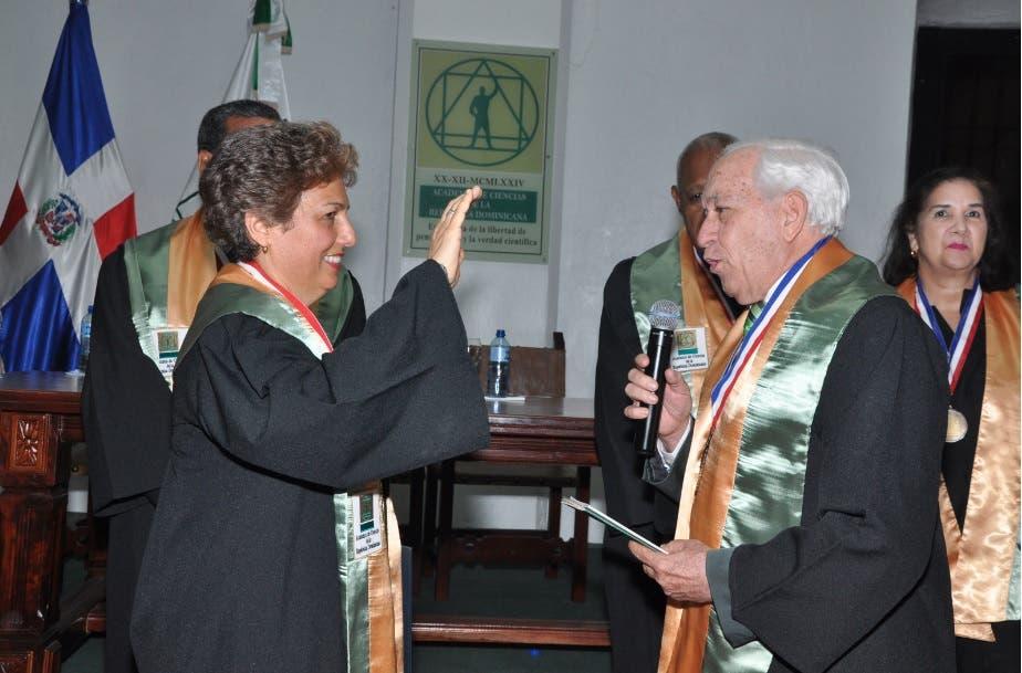Academia de Ciencias inviste a politóloga Rosario Espinal como miembro de Número