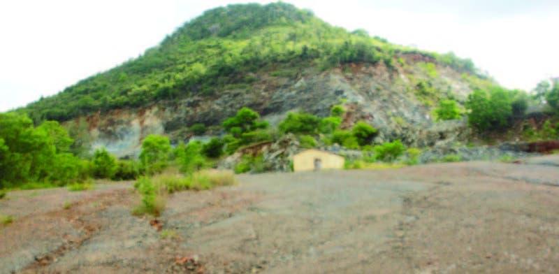 Se observa parte de la destrucción en la Reserva Biológica Sierra Prieta, en la carretera hacia Yamasá