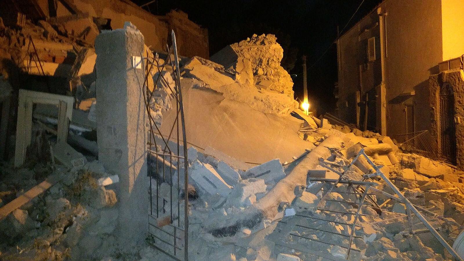 Isla italiana de Ischia vive «día negro» tras sufrir sismo dejó un muerto