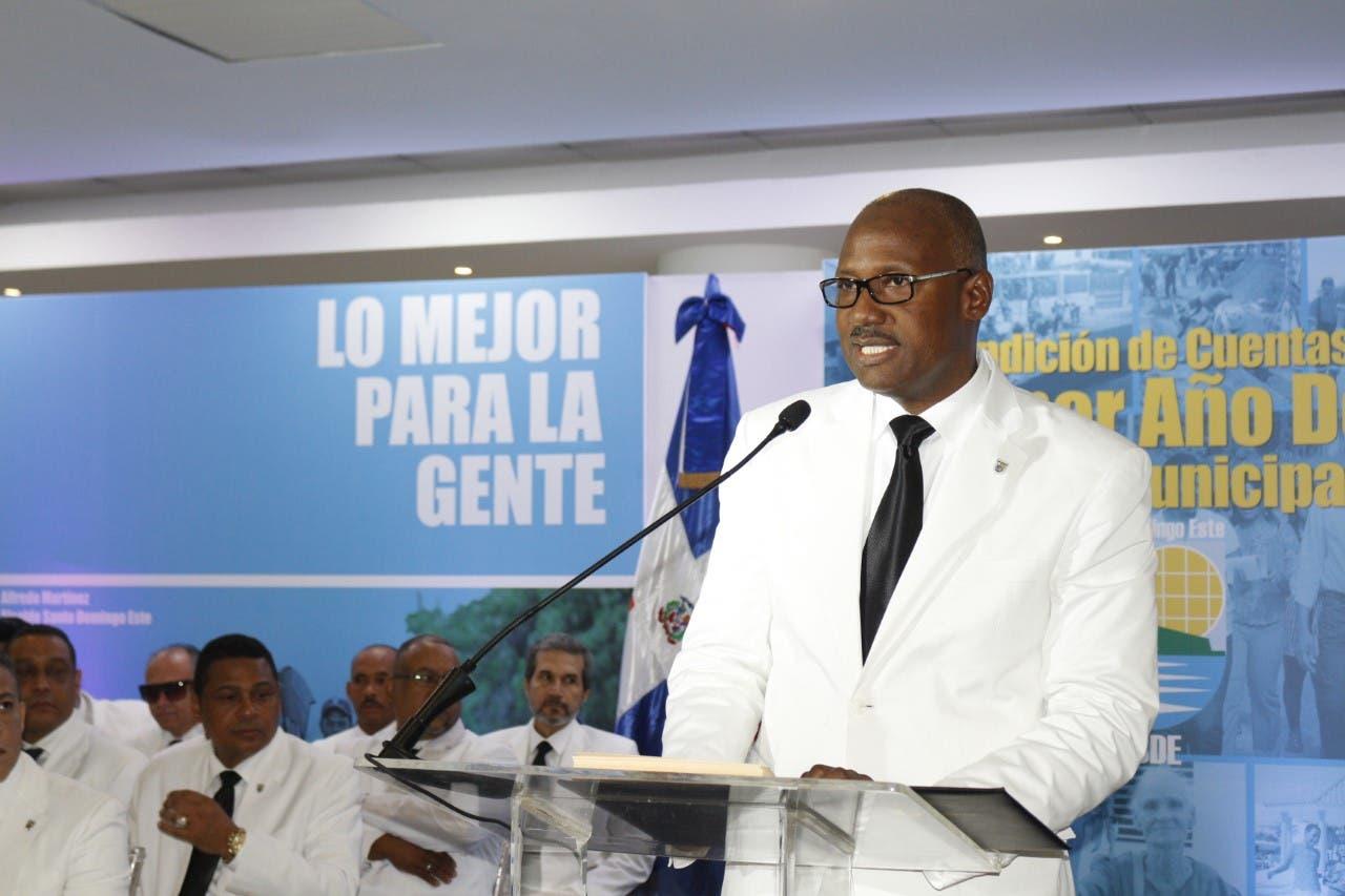 Alcalde de Santo Domingo Este  presenta logros primer año de gestión