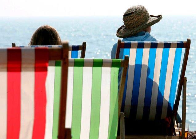 enfermedades-reumaticas-verano-turistas-playa