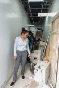 La doctora Font-Frías mientras supervisaba los trabajos del Hospital Materno Infantil San Lorenzo de  Los Mina.