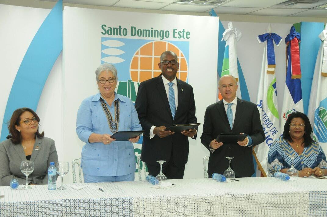 Firman acuerdo con Alcaldía de SDE para implementar Plan Municipal de Gestión Integral de Residuos Sólidos
